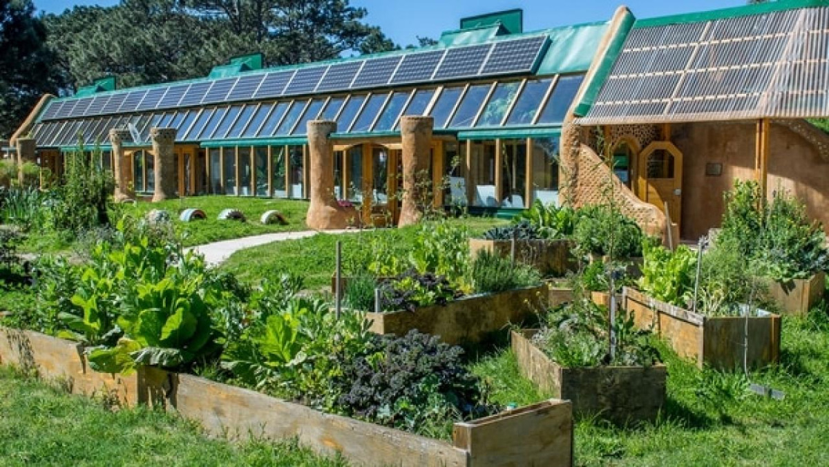 Earthship school in Uruguay